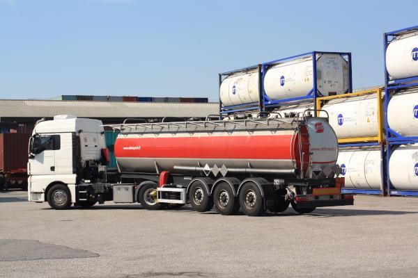 Cisterna-ebanitata-stl-trasporti-1